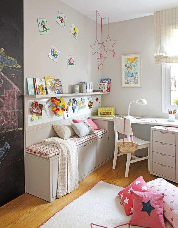 Muebles blancos para un dormitorio infantil unisex