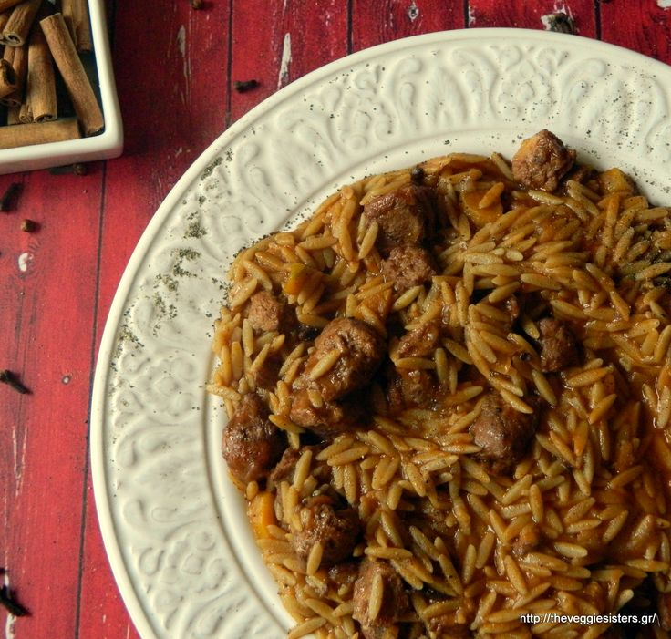 Vegan giouvetsi: a traditional Greek dish in its veganized version! Spicy orzo with marinaded soy kebab cooked in tomato sauce! Mouthwatering!