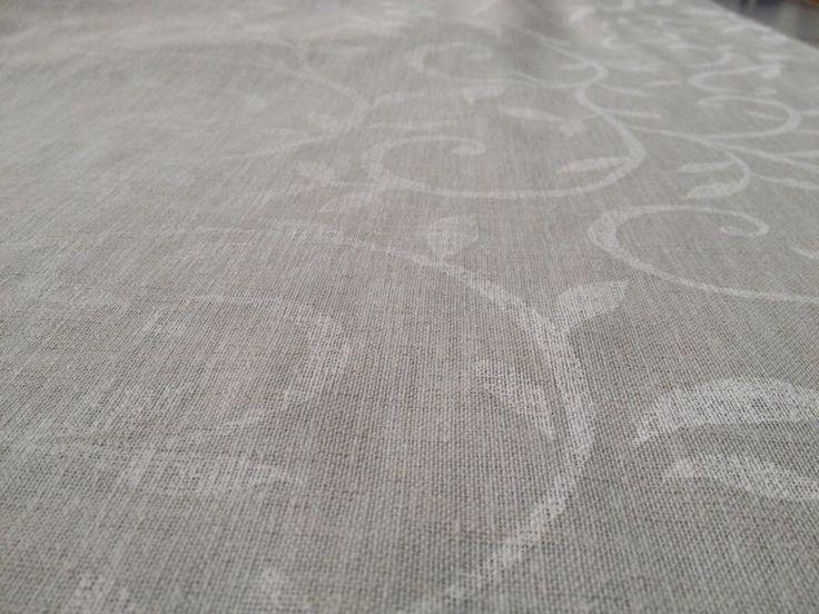 Altezza: 300 cm Composizione: 100% Poliestere  Tessuto per tendaggi a fantasia floreale orlato a piombo. #bianco #grigio #tende #arredamentomoderno