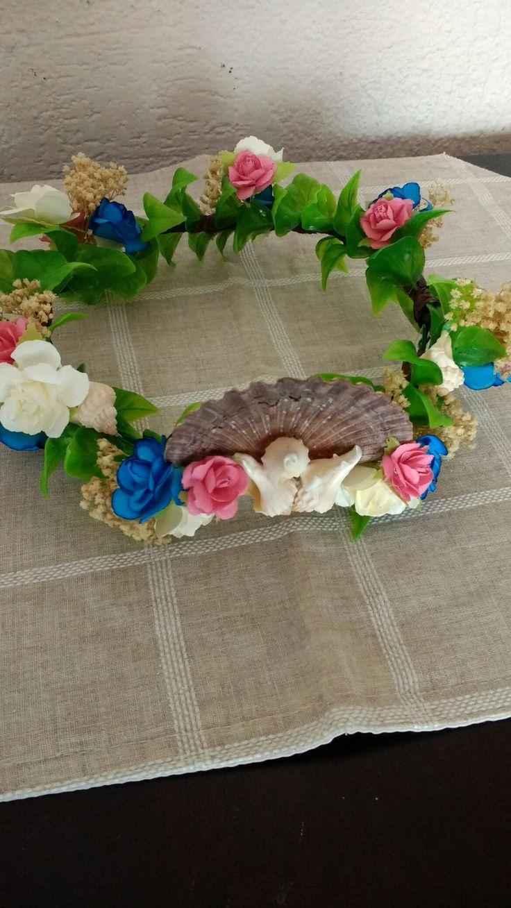 Corona de flores Hecha con alambre para manualidades y plantas para peceras, decorada con flores de papel, conchas marinas