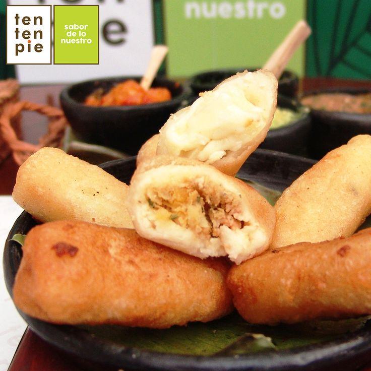 La textura de los pastelitos de yuca, ya sea que estén rellenos de carne de res, pollo o queso, es única. Por fuera su corteza es crocante y por dentro un terciopelo delicado de sabores, para chuparse los dedos. 😍🍚💖#Cocinacolombiana #Tentenpiecolombia #Tentenpiecali