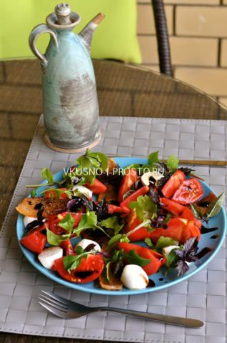 Салат с моцареллой помидорами и беконом10
