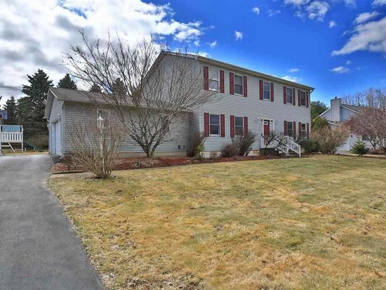 19 Carlyle Ct, Ballston Lake, NY 12019 | Zillow #capitaldistrictrealestate #listwithmelissa http://518HomeEvaluation.com