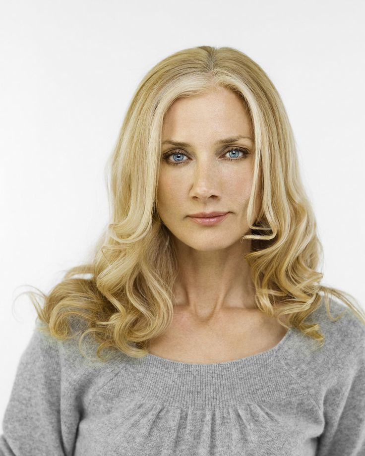 Joely Richardson plays Anne Butterfield, Jade's mom.