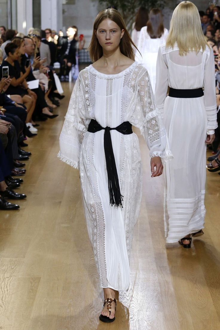 Элегантные платья и этнические мотивы в коллекции Оscar de la Renta весна-лето 2017
