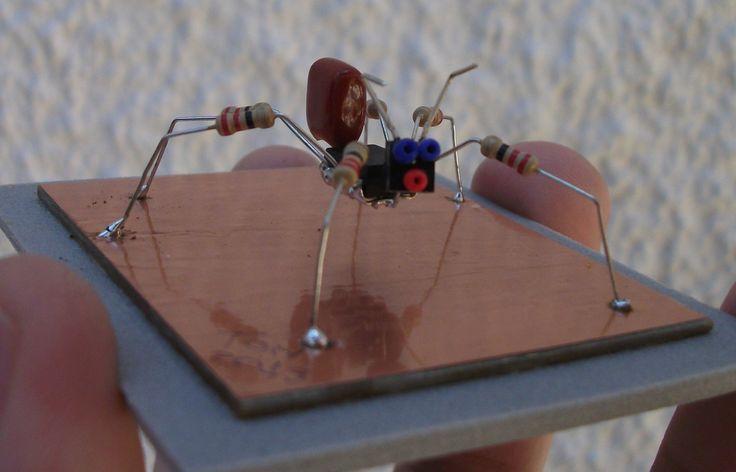 Formiga - mini escultura robótica feita com sucata eletrônica