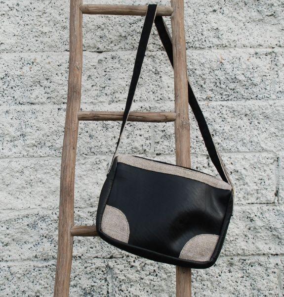 Tablet veske i resirkulert dekk / Bag made of used tyres