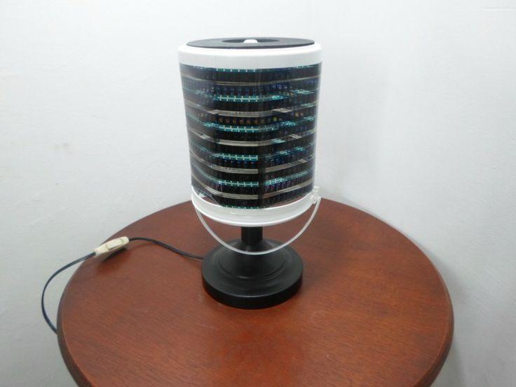 Lámpara De Mesa. Realizada Con Cinta De Pelicula - BsF 850,00 en MercadoLibre