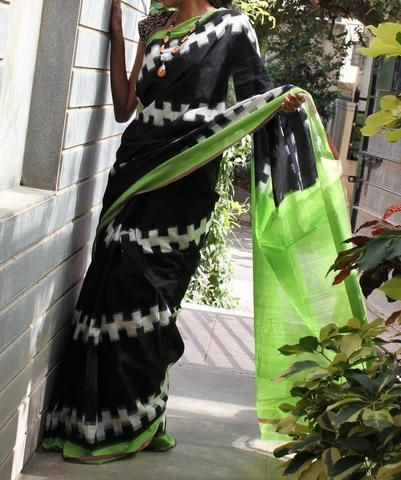 Black and green Handwoven Pure Pochampally Ikkat Saree
