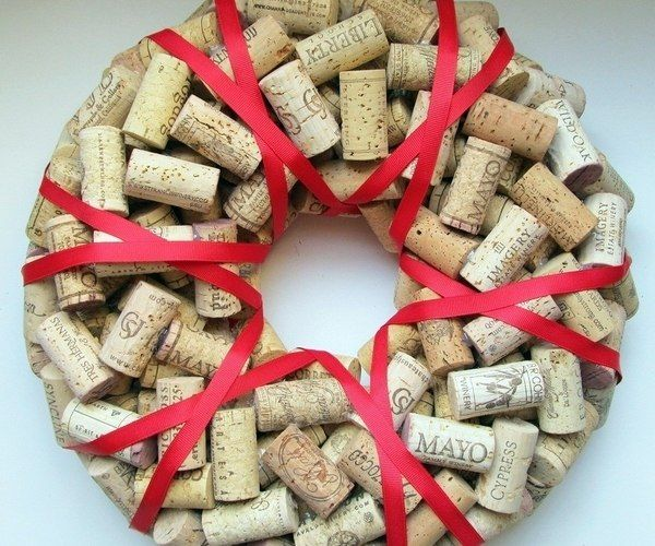 awesome DIY christmas wreath ideas cork red ribbon