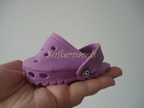 tutorial baby doll crocs....I would use fun foam, myself, instead of clay it looks like...NOT in English