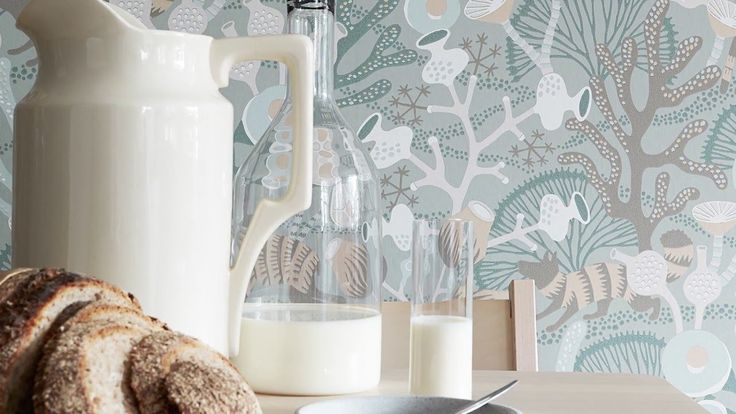 Get the back story on this new wallpaper book available at Hirshfield's. Wonderland by Hanna Werning - Boråstapeter