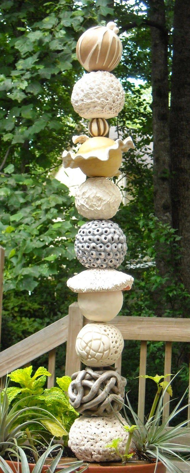 Vous connaissez les vrais Totems:       Voici les Totems de jardin!  Voilà une bonne idée de décoration pour le jardin, réalisée avec des ...