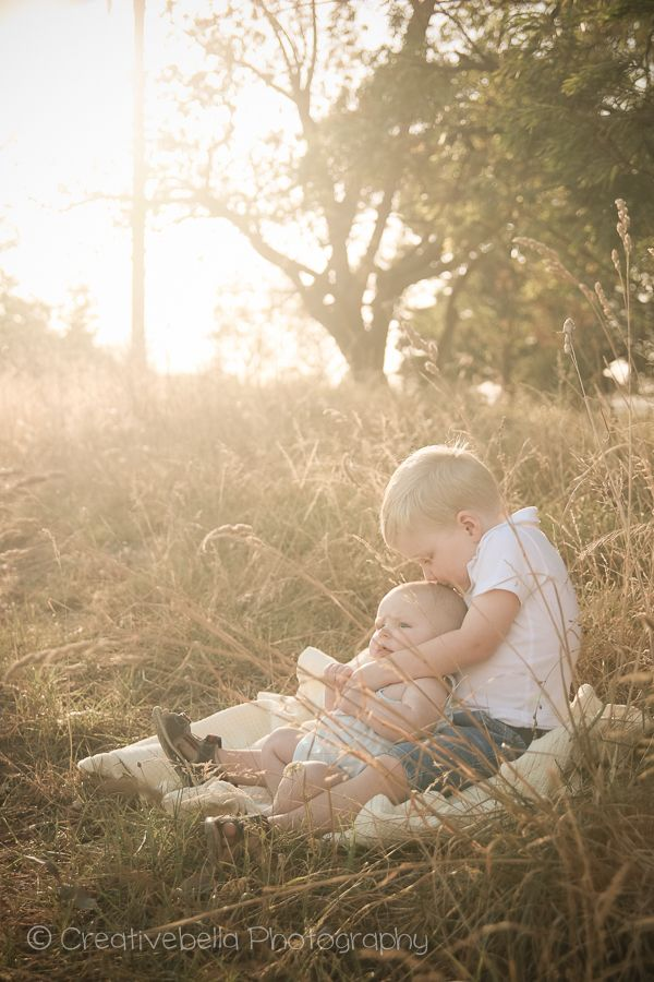Creative Bella Photography / Sunshine Coast Photographer / farm / country / vintage / baby / boy / toddler / brother / picnic / hug / golden hour