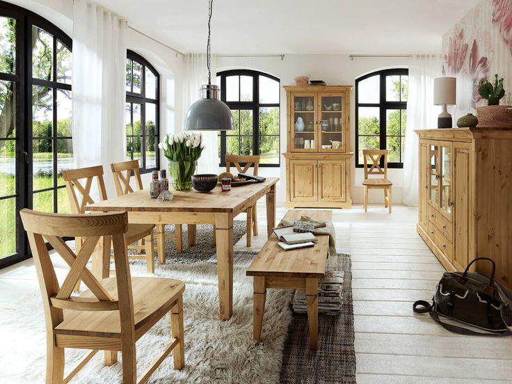 As mesas de jantar rústicas e confeccionadas em madeira…