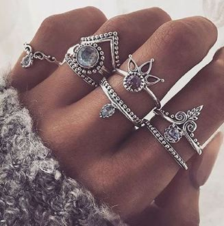 If you're looking for cheap jewelry and cheap accessories, here are some brands where you'll find cute jewelry and cute accessories that are super trendy!