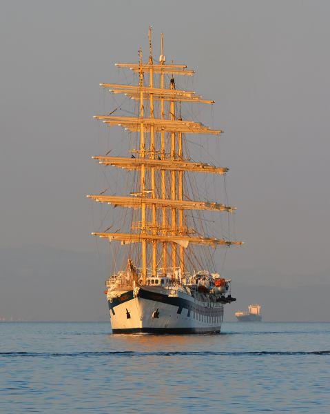 Το Royal Clipper καταπλέει στον Πειραιά. 11/06/2016.