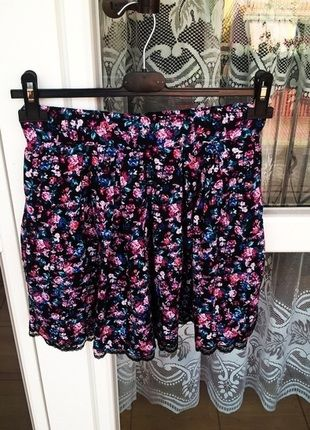 Kup mój przedmiot na #vintedpl http://www.vinted.pl/damska-odziez/spodnice/14385266-spodniczka-stradivarius-floral-idealna-na-lato