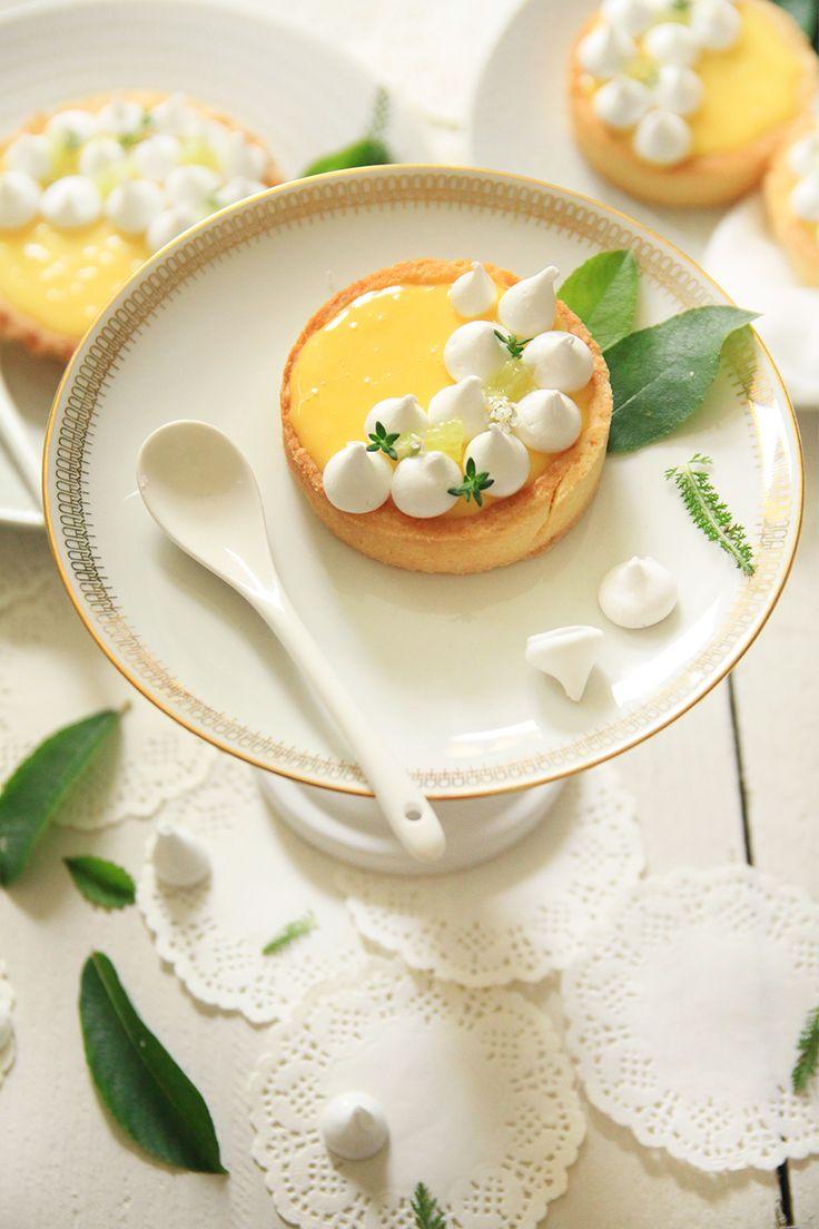 Tartelettes au citron, petites meringues croquantes