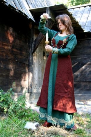 A differant interpretation of a Viking apron dress, but one that I don't think is well documented or supported. Still, the embroidery is STUNNING, and more can be seen by clicking.