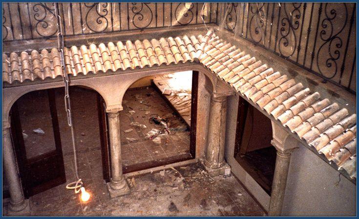 Precioso patio andaluz con arcos columnas y tejar de escayola. Escayolistas Madrid. Decoraciones García.