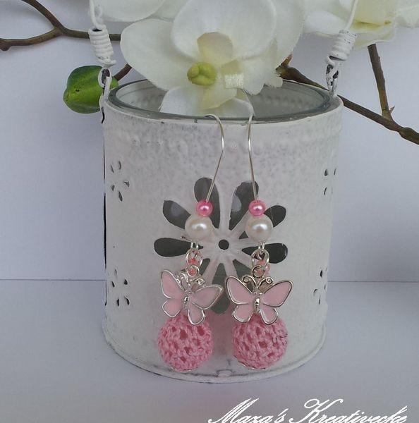 Du+erhälst+1+Paar+zauberhafte+Ohrhänger+Butterfly.+Süße+Schmetterlinge+hängen+neben+aufgezogenen+Glaswachsperlen+und+Häkelperle.  Geringe+Farbabwei...