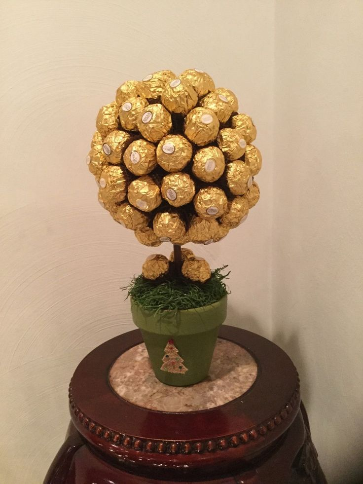 Spoil someone with this delectable topiary containing over 65+ Ferrero Rocher chocolates. This sweetness will be happily enjoyed by all over the holidays or upcoming event(s). Great for: -Weddings -Ho
