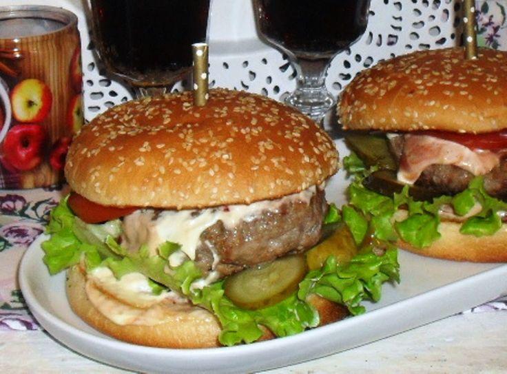 http://www.magicznezyciemarty.pl/2014/11/kolacja-we-dwoje-czyli-burgery-na-ostro.html