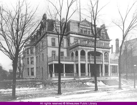 Aberdeen Hotel built in 1851 on Wisconsin ave between 8th and 9th.  Originally the Kneeland homestead.:: Milwaukee Public Library Historic Photo