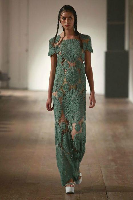 crochelinhasagulhas: Vestido com rosetas em crochê