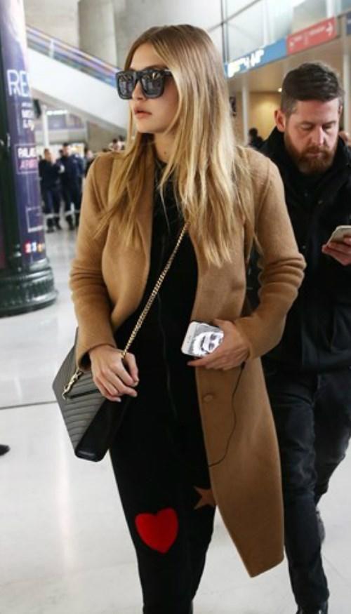 Gigi Hadid flashes a photo of Zayn Malik in Paris