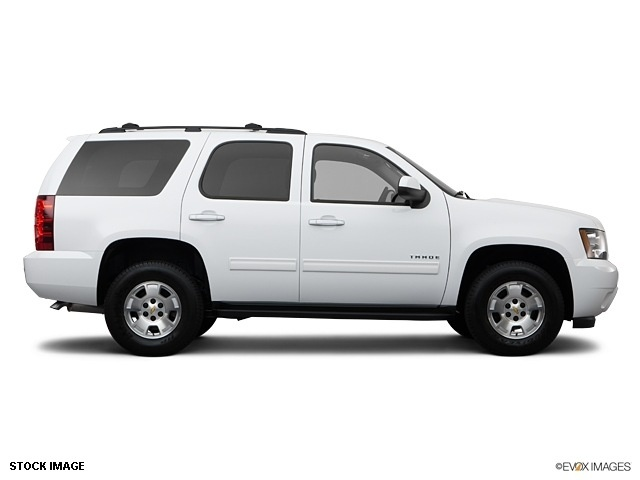 Chevy Tahoe 2012 flex fuel. I like the room in this