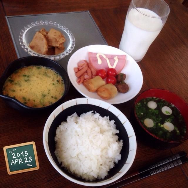 ・お弁当の残りおかず ・納豆 ・たけのこおかか煮 ・ごはん ・お味噌汁 ・ミルク - 85件のもぐもぐ - 主人のモーニング❤︎ by amourrevema25