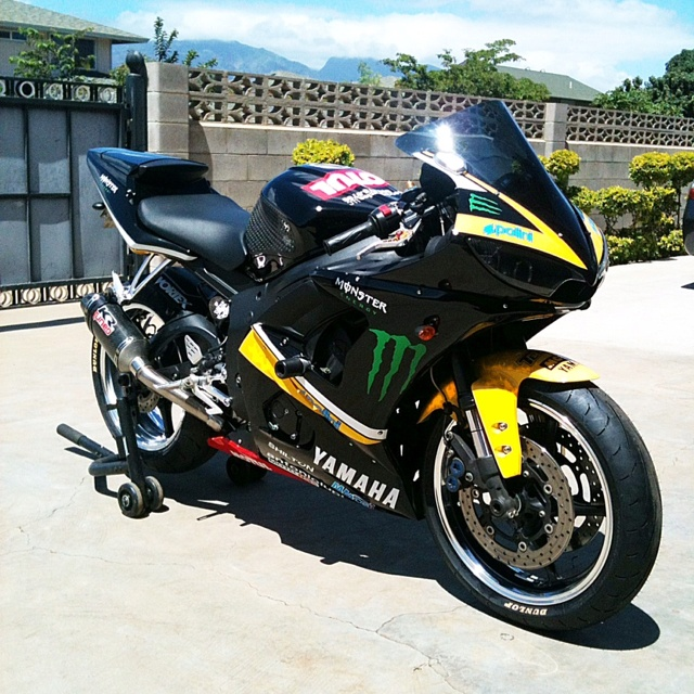 FOR SALE: 2004 Yamaha R6  Price: $5,000 (obo) Location: Maui, HI (Kihei)  Description & Specs on Bike:  -Mechanic owned  -27,246 miles -R1 front end conversion -Race Tech valving in the front and rear suspension. The rear shock preload adjuster is threade