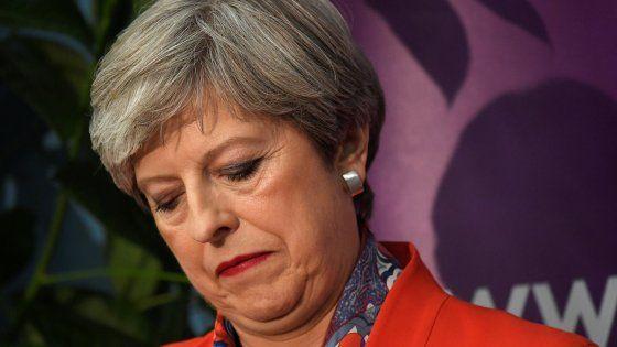 """I conservatori ottengono meno seggi delle consultazioni precedenti. Nuovo esecutivo con gli unionisti nordirlandesi: """"Un premier Tory finché Corbyn sarà leader del Laborur"""". I ministri nominati in giornata. Affluenza al 69%, la più alta da 20 anni. A Kensington (Londra) scrutinio bloccato"""