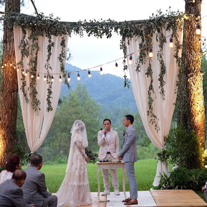 Andien Aisyah (Indonesian Jazz Singer) and Irfan Wahyudi (Ippe - @cyclonesia) Wedding :). Lovely.