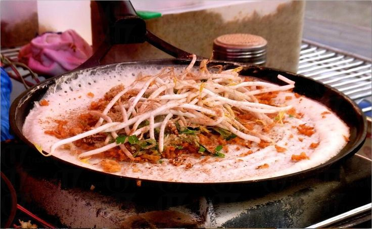 7. 印度料理 通常不含肉類也沒有小麥成分,素食者或對小麥過敏者都能食用。比如是Bhel Puri,像爆米香拿去炸再加上香菜、Sev(印度王子麵)、洋蔥、番茄,最後淋上Tamarind Sauce(酸豆醬),吃起來酸酸甜甜的