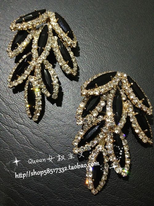 Queen rsquo . s noble excellent two-color sparkling  sexy bling leaf shape pendant stud earring $3.48