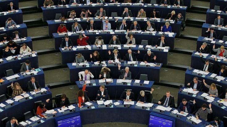 Huffington Post: Европарламент обвинил Россию в атаке на ЕС и историю http://kleinburd.ru/news/huffington-post-evroparlament-obvinil-rossiyu-v-atake-na-es-i-istoriyu/  Россия ведет «войну» против Европы, стремится «дестабилизировать демократию» и «искажает историю». Данные формулировки содержатся в 26-страничной резолюции Европарламента, обнародованной накануне, сообщает журналист Huffington Post Себастьян Крист. По словам журналиста, в документе излагаются попытки России «подорвать»…