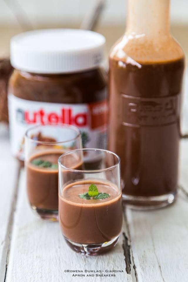 INGREDIENTI: 250 gr di nutella 250 ml di latte 150 ml di panna per dolci 40 gr di zucchero 100 ml di alcol PREPARAZIONE: In una pentola grande scaldate la nutella, la panna, il latte e lo zucchero. Mescolate bene il composto a fiamma bassa. Quando il composto raggiungerà il punto d'ebollizione, spegnete e fatelo raffreddare. Dopo averlo raffreddare un […]