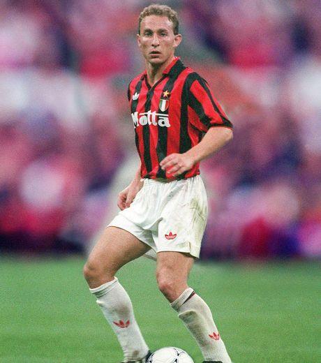 Jean-Pierre PAPIN; 1984–85 Valenciennes FRA,1985–86 Club Brugge BEL, 1986–92 Olympique Marseille, 1992–1994 AC MILAN, 1994–96 Bayern Munich, GER, 1996–98 Bordeaux FRA, 1998–99 Guingamp FRA, 1999–2001 Saint-Pierroise FRA