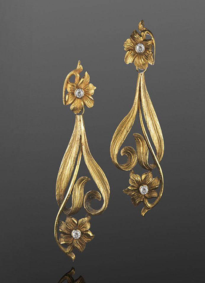 Art Nouveau Yellow Gold and Diamond Flower Motif Pendant Earrings, French, circa 1900