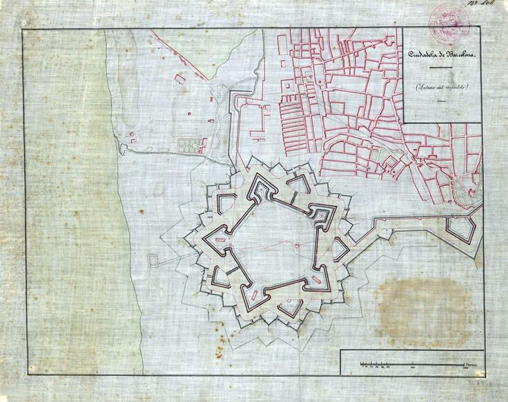 """Els baluards de la ciutadella    La repressió sobre la Barcelona vençuda també va afectar l'estructura urbana. La major part del barri de la Ribera es va enderrocar per construir-hi una ciutadella militar que, durant la segona meitat del segle XIX, es va convertir en un parc públic.  L'objectiu de la nova fortalesa era explícit: """"Dominar al pueblo de Barcelona""""  Es van destruir al voltant de mil cases. Una part de les restes van aparèixer, al subsòl de l'antic mercat del Born."""