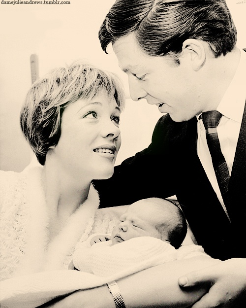 Julie Andrews & Tony Walton and their daughter Emma 1962