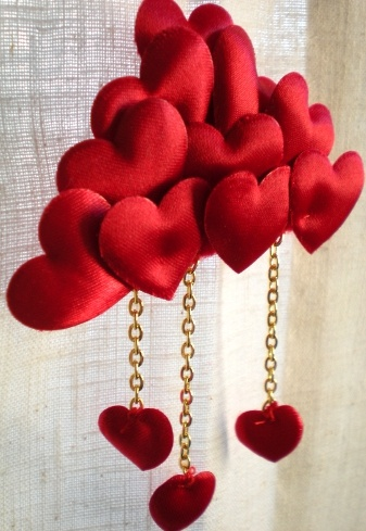 Heart cloud brooch - For rainy days or sudden falling in love :)