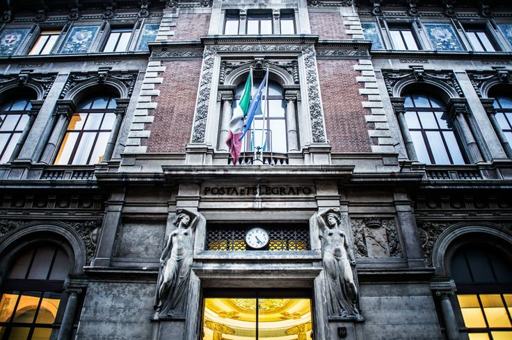 Orologio sede Poste Italiane #Torino