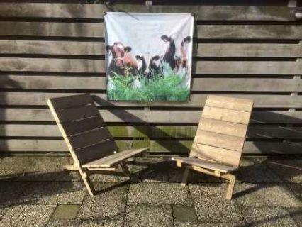 Houten stoelen die volledig plat opgeborgen kunnen worden.  Leuk voor in de tuin maar ook handig voor op het balkon. Prijs is per stuk. Meerdere stoelen bestellen? Mail even.  Ophalen in Oostzaan.