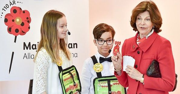 Queen Silvia purchased the first Mayflower pins for 2017 at the Maltesholm school in Stockholm. Mayflower Charity Foundation for Children