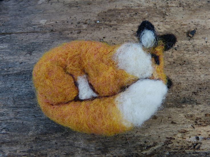 Red fox broach / pin. Needle felted
