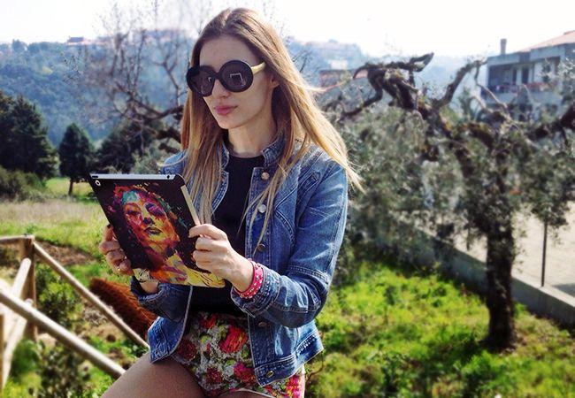Open Air Beauty...   Cristina Musacchio with her Joan for iPad   #TwentyfiveSeven #Kaneda #ipad #fashionblogger #JoanCrawford  Follow Cristina @ http://cristinamusacchio.com/index.php/28-twentyfive-seven